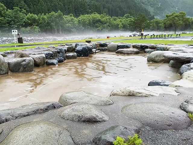 奥飛騨温泉郷オートキャンプ場 水遊び場 夏 キャンプ 2020